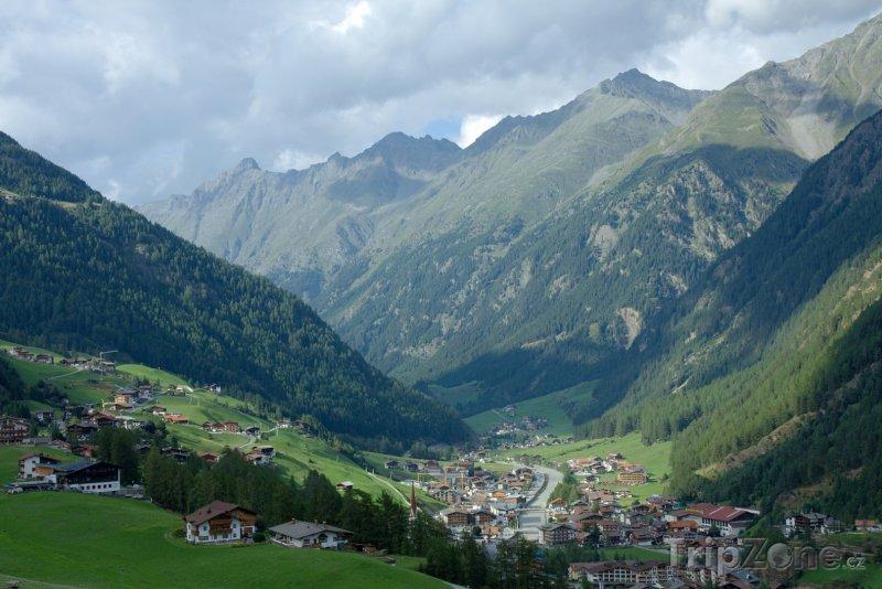 Fotka, Foto Alpy, vesnice v horách (Rakouské Alpy, Rakousko)