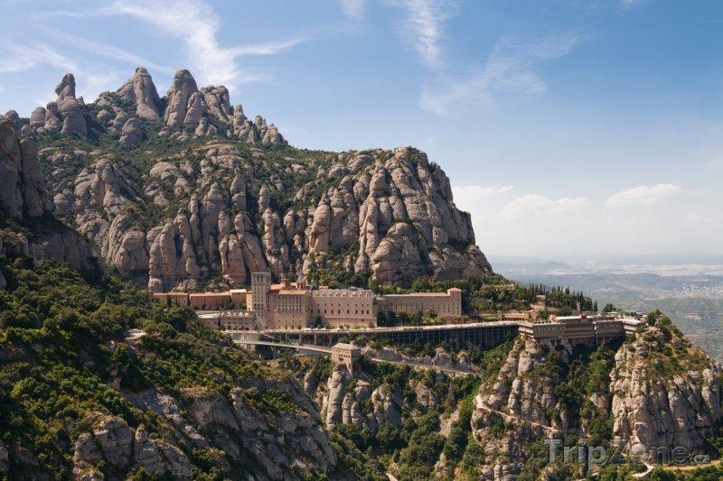 Fotka, Foto Benediktinský klášter Montserrat v Katalánsku (Španělsko)