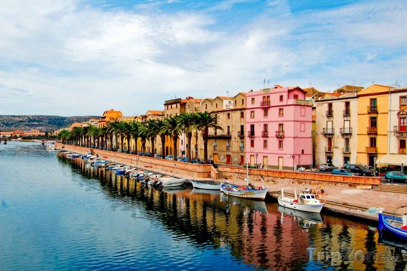 Fotka, Foto Bosa, promenáda (Sardinie, Itálie)