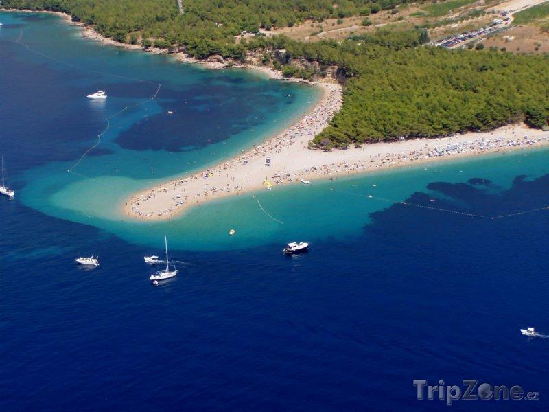 Fotka, Foto Brač - známá pláž Zlatni Rat (Chorvatsko)