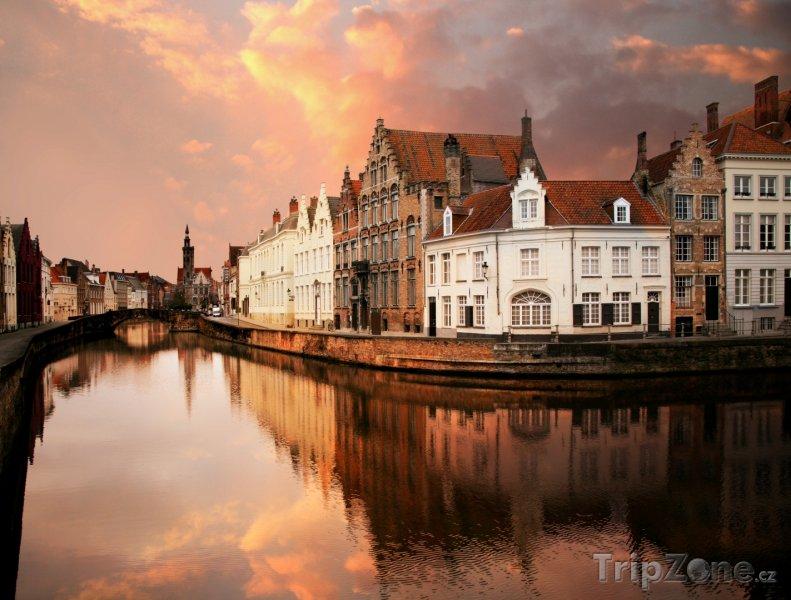 Fotka, Foto Bruggy, nábřeží za soumraku (Belgie)