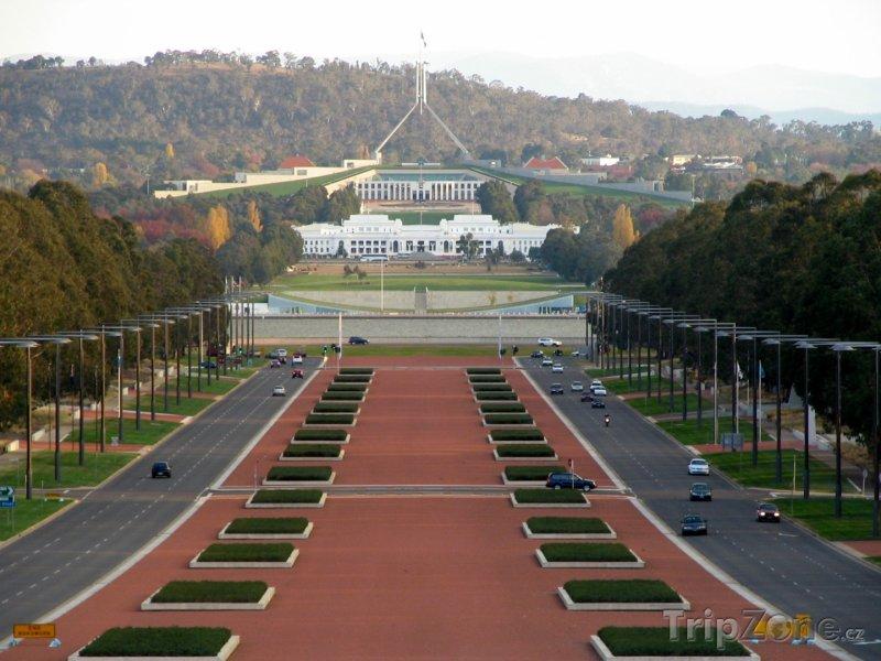 Fotka, Foto Canberra, ANZAC Parade (Austrálie)