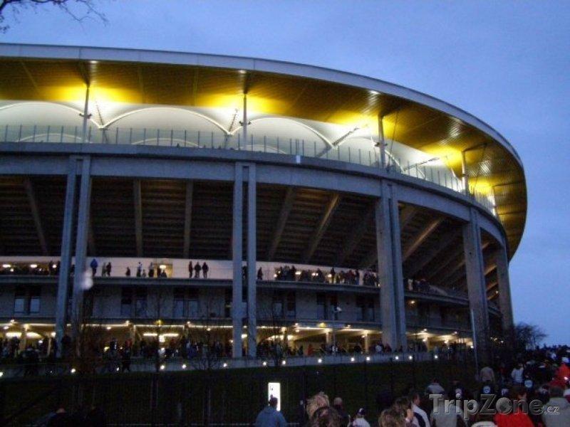 Fotka, Foto Commerzbank-Arena (Waldstadion) zvenku (Frankfurt, Německo)