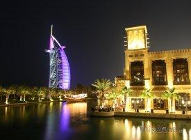 Dubaj, hotel Burj al-Arab v noci
