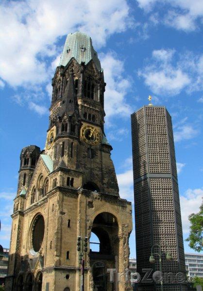 Fotka, Foto Evangelický kostel Kaiser-Wilhelm-Gedächtnis-Kirche (Berlín, Německo)