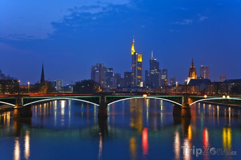 Fotka, Foto Frankfurt v noci (Frankfurt, Německo)