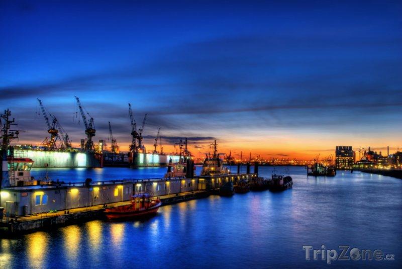 Fotka, Foto Hamburský přístav v noci (Hamburk, Německo)