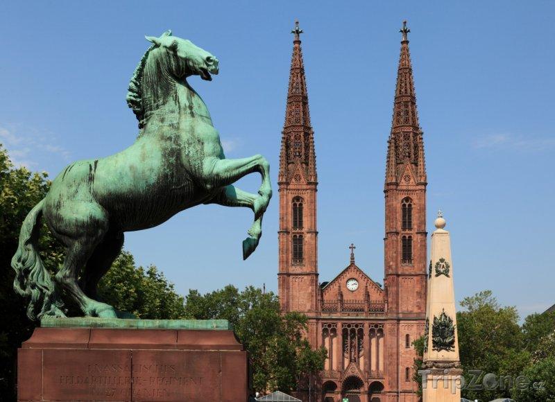 Fotka, Foto Hlavní město Hesenska Wiesbaden - St. Bonifatiuskirche (Hesensko, Německo)