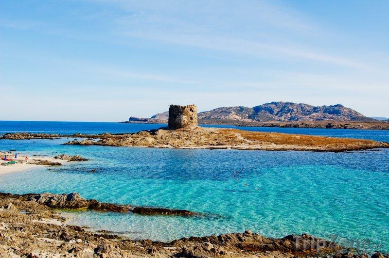 Fotka, Foto Kamenná pevnost u pobřeží (Sardinie, Itálie)