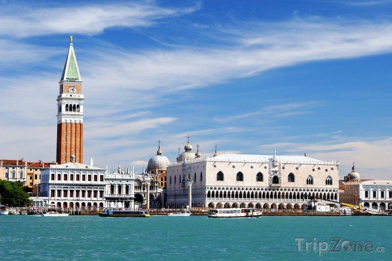 Fotka, Foto Kampanila a Dóžecí palác, pohled z moře (Benátky, Itálie)