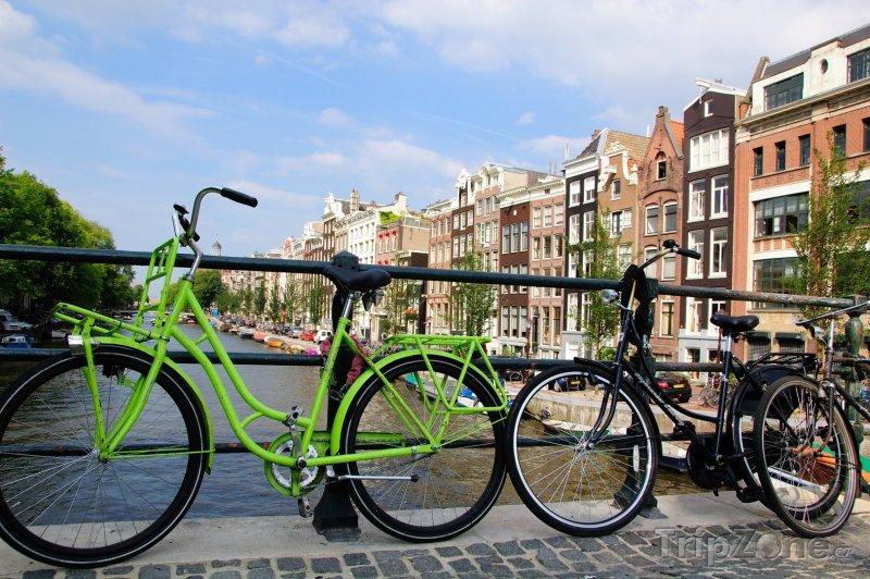 Fotka, Foto Kola na mostě (Amsterdam, Nizozemsko)