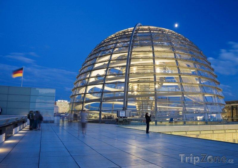 Fotka, Foto Kopule budovy Říšského sněmu v Berlíně (Berlín, Německo)