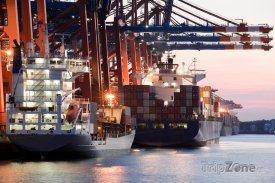Nákladní přístav v Hamburku