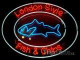 Neon lákající na Fish and Chips