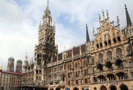 Nová radnice na náměstí Marienplatz v Mnichově