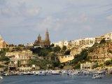 Ostrov Gozo, město na pobřeží