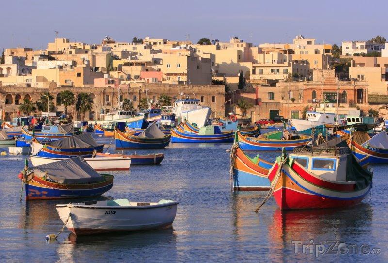 Fotka, Foto Rybářské lodě v přístavu vesnice Marsaxlokk (Malta)