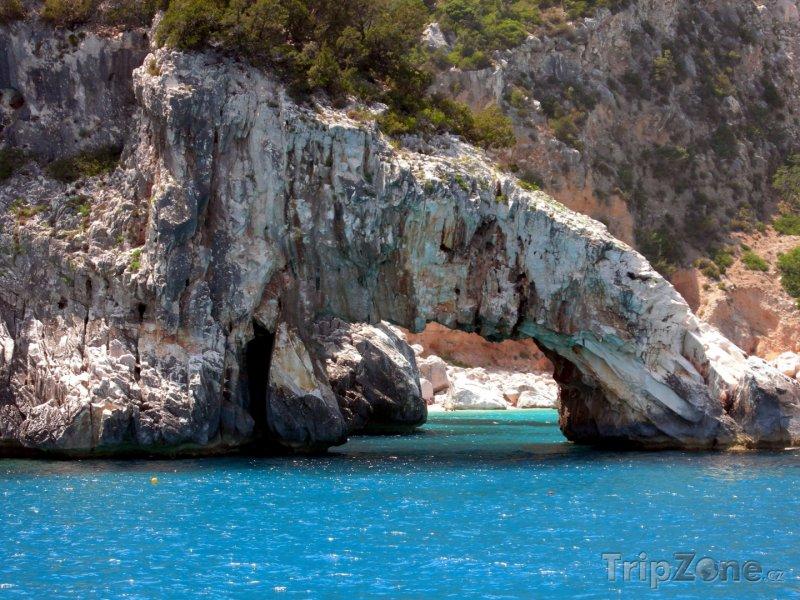 Fotka, Foto Skály na pobřeží (Sardinie, Itálie)