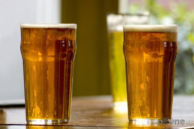 Fotka, Foto Sklenice britského piva (Londýn, Velká Británie)