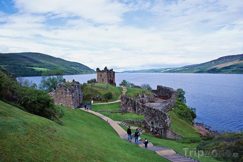 Fotka, Foto Skotsko, hrad Urquhart na břehu jezera Loch Ness (Velká Británie)