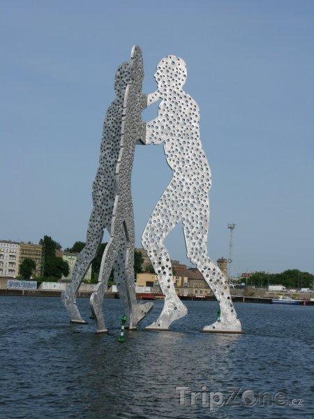 Fotka, Foto Socha Molecule Man v Berlíně (Berlín, Německo)