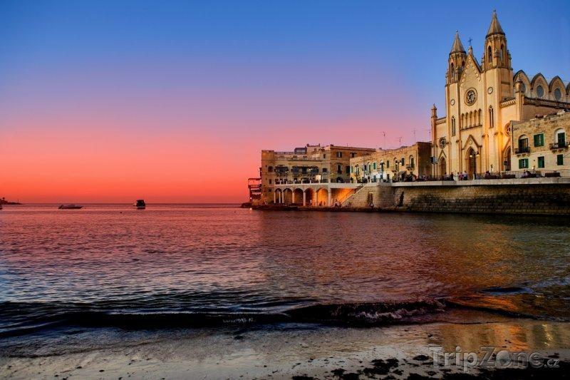Fotka, Foto St. Julian's, kostel na pobřeží (Malta)