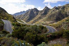Tenerife, silnice vedoucí na Pico del Teide