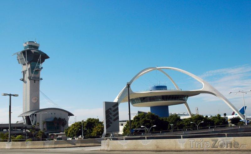Fotka, Foto The Theme Building na letišti (Los Angeles, USA)