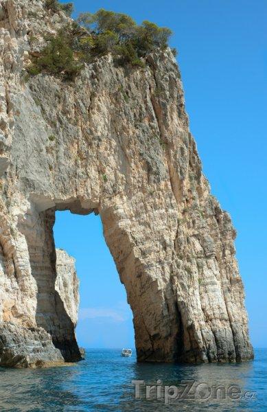 Fotka, Foto Útesy řeckého ostrova Zakynthos (Zakynthos, Řecko)