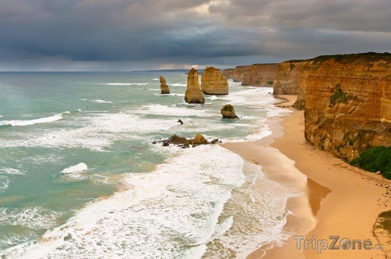 Fotka, Foto Vápencové útvary The Twelve Apostles v Národním parku Port Campb (Austrálie)