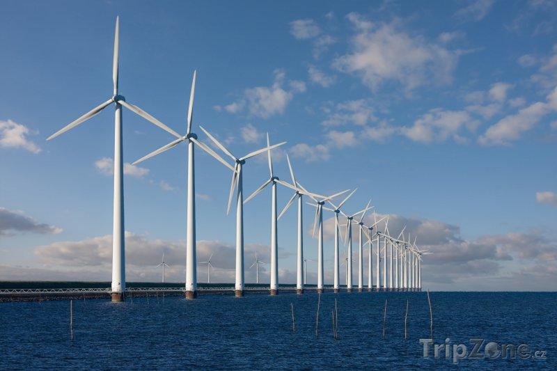 Fotka, Foto Větrná elektrárna v moři (Nizozemsko)