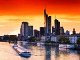 Západ slunce nad frankfurtskými mrakodrapy