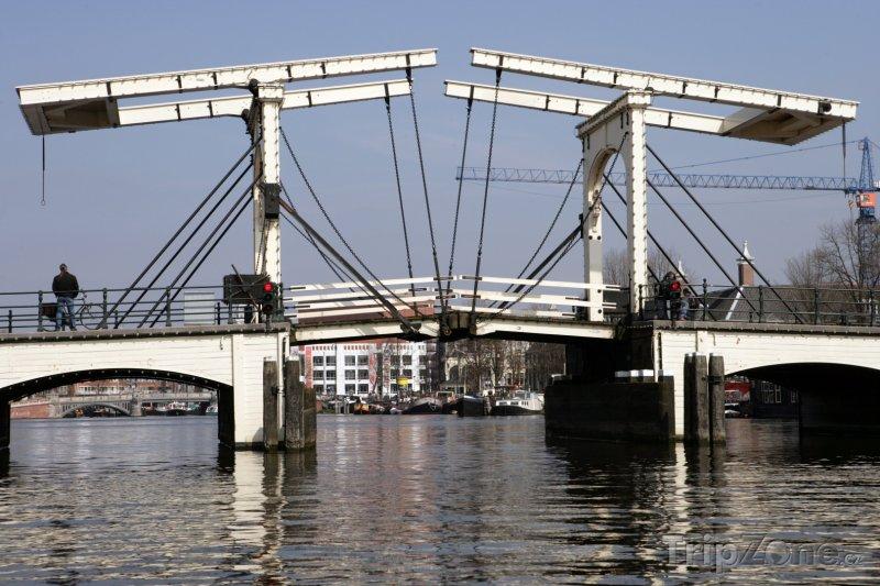 Fotka, Foto Zvedací most Magere Brug (Amsterdam, Nizozemsko)