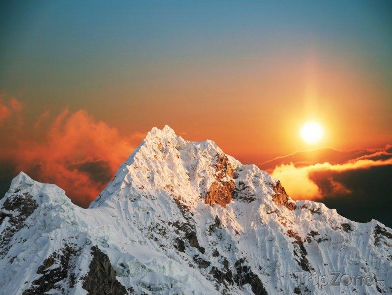 Fotka, Foto Andy, soumrak nad horou Alpamayo (Peru)