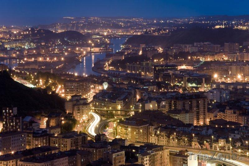 Fotka, Foto Bilbao v noci (Španělsko)