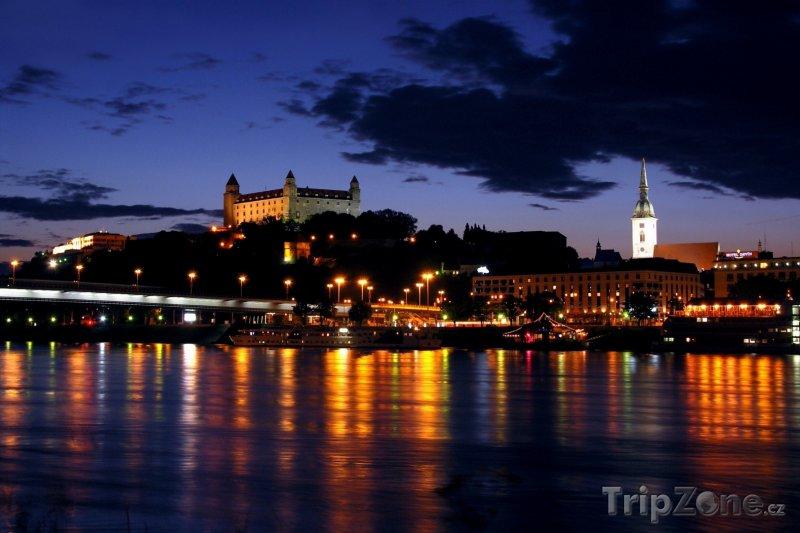Fotka, Foto Bratislava v noci (Slovensko)