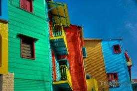 Buenos Aires, La Boca, barevné domy v uličce Caminito