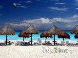 Cancún, pláž s bílým pískem