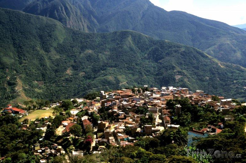 Fotka, Foto Coroico, pohled na město (Bolívie)