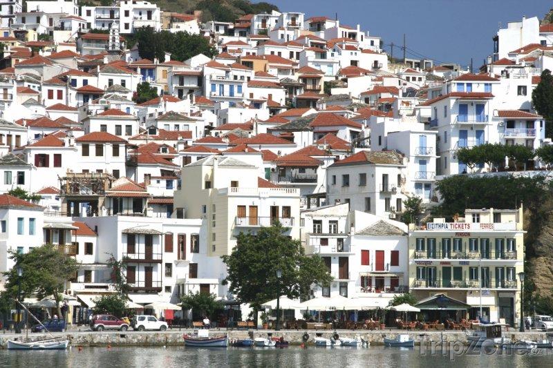 Fotka, Foto Domy v přístavu Skopelos na stejnojmenném ostrově (Řecko)