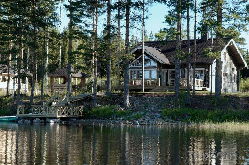 Fotka, Foto Dřevěná chaloupka na břehu jezera (Finsko)