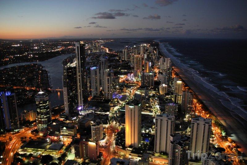 Fotka, Foto Gold Coast, předměstí Surfers Paradise v noci (Austrálie)