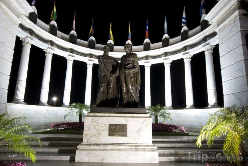 Fotka, Foto Guayaquil, pomník Simóna Bolívara a José de San Martína (Ekvádor)