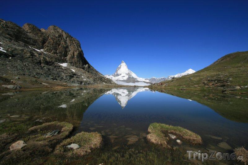 Fotka, Foto Hora Matterhorn a jezero Riffelsee (Švýcarsko)