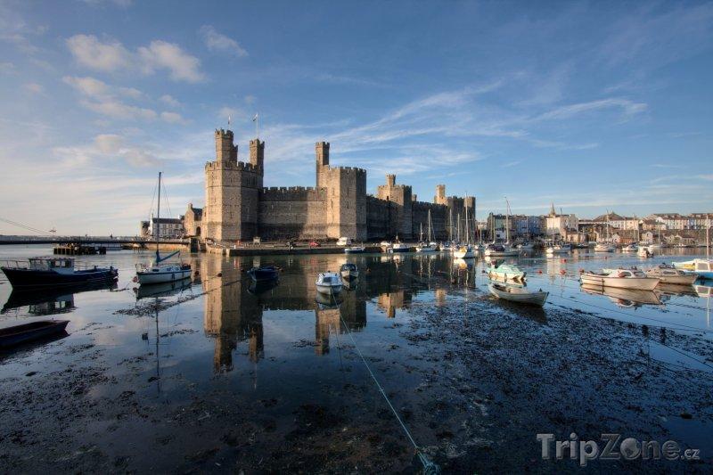 Fotka, Foto Hrad Caernarfon v severním Walesu (Velká Británie)