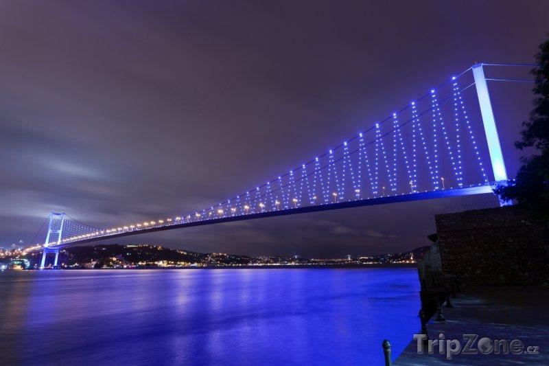 Fotka, Foto Istanbul - Bosporský most v noci (Turecko)