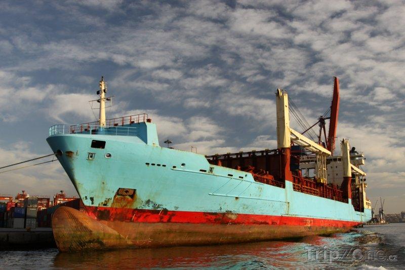 Fotka, Foto Istanbul - vrak lodi (Turecko)