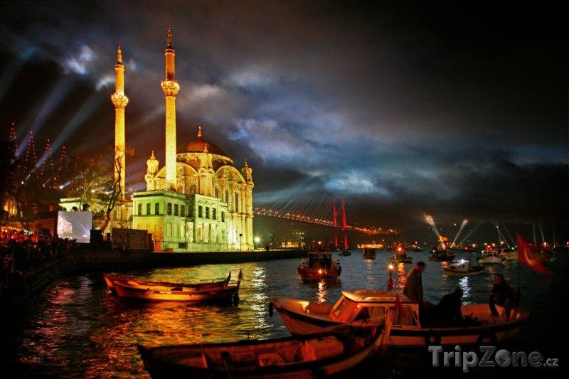 Fotka, Foto Istanbulský přístav v noci (Turecko)