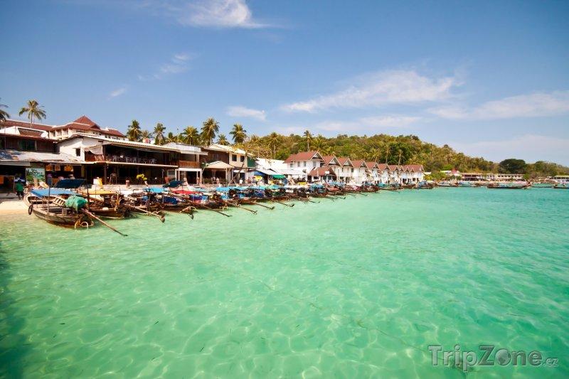 Fotka, Foto Krabi - lodě na pláži (Thajsko)