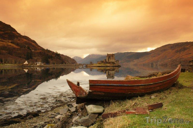 Fotka, Foto Krajina v okolí hradu Eilean Donan ve Skotsku (Velká Británie)